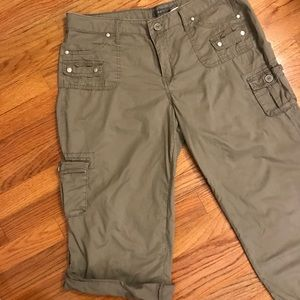 Lightweight Army Green Adjustable-Length Capris